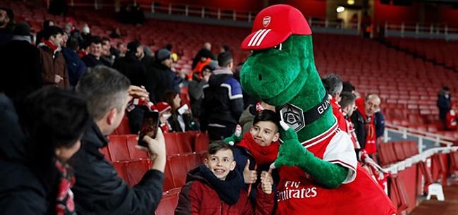 Foto: 'Gunnersaurus laat zien: voetbal is ziek'