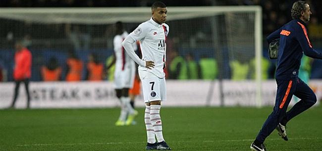 Foto: Grieperige Mbappé op de bank bij Paris Saint-Germain tegen Dortmund