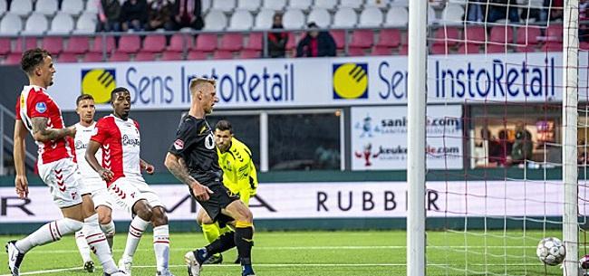 Foto: FC Emmen ontsnapt na degradatie aan nieuw noodlot