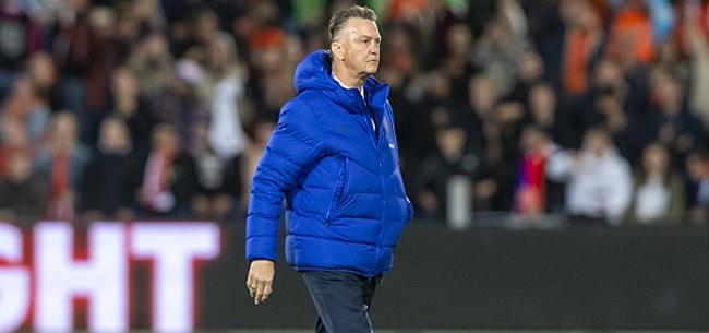 Foto: 'Louis van Gaal voert Oranje-wissel door'