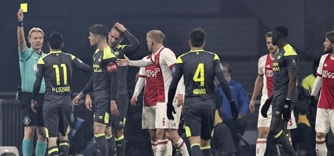 Foto: 'Ajax moet Lozano een rode kaart aannaaien, een uitgelezen klusje voor Veltman'
