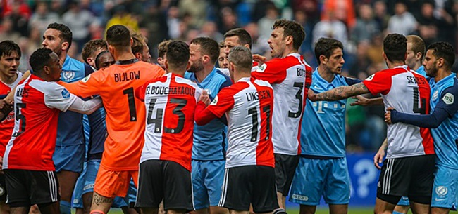 Foto: Feyenoord-spelers verrassen fans met gratis seizoenkaart