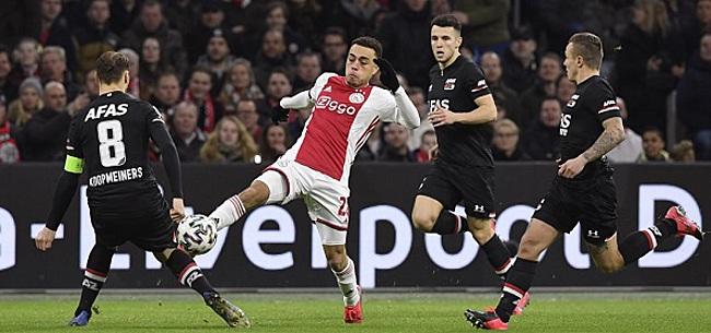 Foto: AZ-fans tonen bizar spandoek in uitvak Ajax
