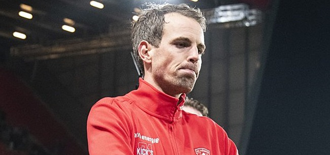 Foto: Dennis Schouten en Zanger Lorenzo verstoren training FC Twente om Brama